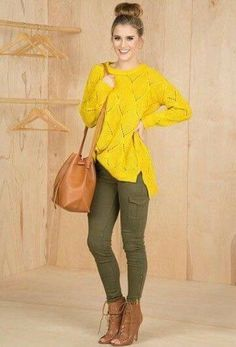 Yellow sweater and olive pants Casual Work Outfits, Stylish Outfits, Fall Outfits, Olive Green Pants Outfit, Yellow Sweater Outfit, Look Fashion, Fashion Outfits, Look Office, Pantalon Cargo