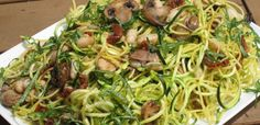 Zucchini Pasta with Sundried Tomatoes- Spiralize, or use a vegetable peeler, to create curly, pasta shaped produce. Bulk up quinoa pasta by adding veggie pasta and other add-ins like mushrooms, beans and sundried tomatoes. Spiral Slicer Recipes, Spiral Vegetable Recipes, Veggie Recipes, Pasta Recipes, Cooking Recipes, Healthy Recipes, Veggie Spiral, Pasta With Zucchini And Mushrooms, Zucchini Pasta