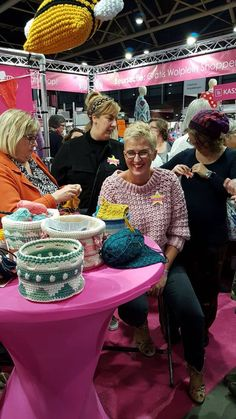 Trui Louise handmade by juf Sas met gratis haakpatroon Crochet Blanket Patterns, Baby Blanket Crochet, Crochet Tops, Blog, Fashion, Crochet Patterns, Fashion Styles, Vanilla, Kunst