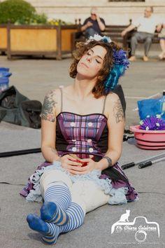 artista di strada in relax pre spettacolo con bolle di sapone Photo Chiara Calabrese