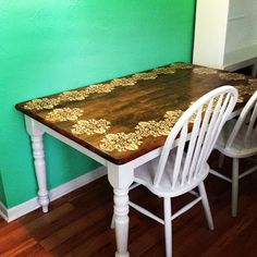 DIY Stenciled Table Top I have a table just like this. I'm all about making it look this awesome!