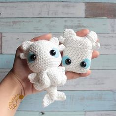 Handmade by Imelda🇮🇩 ( Crochet Case, Free Crochet, Yarn Projects, Crochet Projects, Yarn Crafts, Sewing Crafts, Handmade Soft Toys, Spinning Yarn, Chunky Crochet