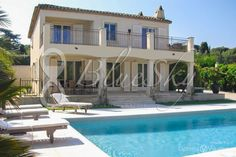 Lovely Villa rental of 200 m2 on St Tropez  Villa of 200 m2 on 2 levels, near on foot of all amenities. The villa has 4 bedrooms with bathroom. Large kitchen, dining room, and living room opening onto a very big sunny terrace and its swimming pool.
