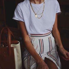 """40 curtidas, 1 comentários - Líli Things {brechó online} (@lili.things) no Instagram: """"A gente adora uma inspiração com camiseta #brechoonline #lookinspiracao #basicos"""""""
