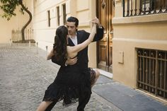 Argentina tours - Enjoy the Tango Festival and World Championship in Buenos Aires during your Argentina tour. Buenos Aires tango shows, Buenos Aires tango lessons, and Buenos Aires city tours are parts of the Tango festival. Unique Date Ideas, Tango Dancers, Moves Like Jagger, Bust A Move, Most Romantic Places, Partner Dance, Argentine Tango, Learn To Dance, Stress And Anxiety