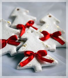 90 Christmas salt dough Ideas that you can easily imitate with children - Salzteig - Natal Elegant Christmas Decor, Homemade Christmas Decorations, Christmas Centerpieces, Simple Christmas, Centerpiece Ideas, Homemade Ornaments, Diy Ornaments, Salt Dough Christmas Ornaments, Christmas Clay