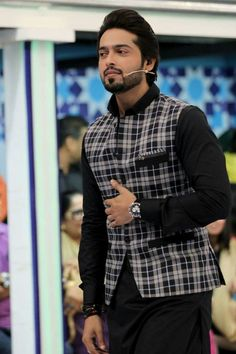 Check the best men kurta designs and shalwar Kameez styles 2020 from top Pakistani Men kurta brands.