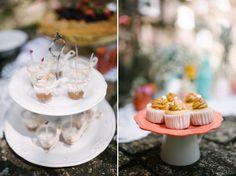 pratos sobre xícaras: improvisando suporte pra doces