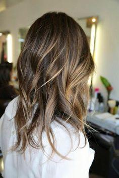 coiffure moderne, cheveux brune avec balayage, quelle couleur de cheveux