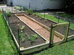 Tips How to Build a U-Shaped Raised Garden Bed. Creating your own home garden is not always an easy task, but with this DIY U-Shaped garden, it will be easy(Diy Garden Bed) Small Backyard Gardens, Backyard Landscaping, Outdoor Gardens, Raised Gardens, Fairy Gardens, Rooftop Garden, Landscaping Ideas, Raised Garden Bed Plans, Building A Raised Garden