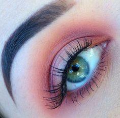 Pastel pink halo eye