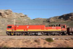 Net Photo: 15046 Transnet Freight Rail Electric at Western Cape, South Africa by Fanie Kleynhans Electric Locomotive, Diesel Locomotive, Toyota 4runner, Toyota Tacoma, South African Railways, Electric Train, Rolling Stock, Train Journey, John Deere Tractors