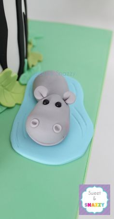 Hippo cake topper - fondant hippo by Sweet & Snazzy… Hippo Cake, Zoo Cake, Jungle Cake, Fondant Figures, Fondant Cake Toppers, Cupcake Cakes, Fondant Cupcakes, Cupcake Toppers, Soccer Cake Pops