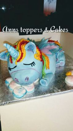 Chocolate rainbow dash /unicorn cake