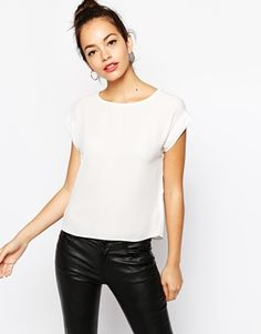 Vergrößern New Look – Gewebtes, kurzes T-Shirt