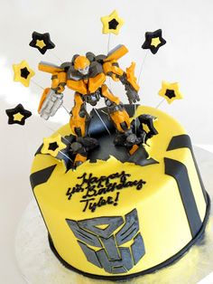 Mstr 3 wants an Optimus Prime cake like this.
