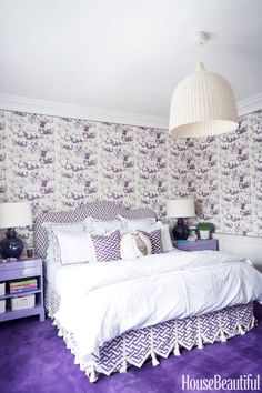 lamps A purple bedroom with China Seas Tableau wallpaper and China Seas Aga fabric for the headboard and dust skirt. Purple Bedrooms, Interior Decorating, Interior Design, Decorating Ideas, Decor Ideas, Luxury Interior, Modern Interior, Design Design, Modern Furniture