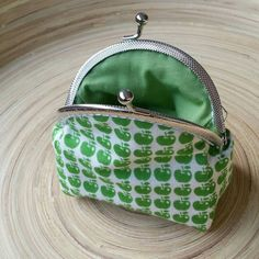 Clasp coin purse - Apples - Kisslock purse - Lipstick organize -  Key wallet - Cosmetic case - Gift woman - Small womens wallet - Makeup bag