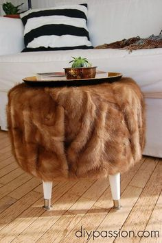 Pouf manteau de fourrure