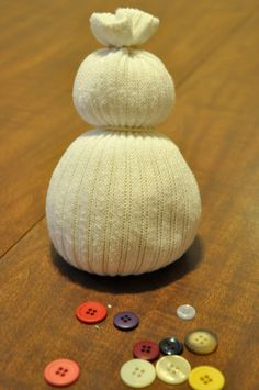 Discover beautiful DIY Christmas crafts and decor ideas with us. Make this simple and easy DIY snowman, Christmas tree, star and other decorative items. 10 Days Of Christmas, Christmas Snowman, Kids Christmas, Sock Snowman Craft, Snowman Crafts, Quick And Easy Crafts, Crafts For Kids, Diy Crafts, Kids Diy