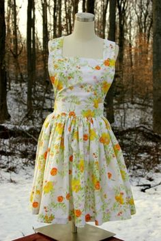 """Jewelry designer and crafter Mari Fray Foster has found a great source of unique patterned fabrics for her line of vintage aprons—old bed sheets. """"I've started working on a collection of aprons,. Aprons Vintage, Vintage Dresses, Vintage Outfits, Vintage Sheets, Clothing Patterns, Dress Patterns, Sewing Patterns, Thrift Store Diy Clothes, Thrift Stores"""