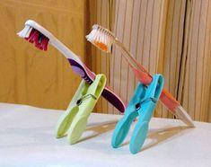 Soporte ingenioso para cepillo de dientes.