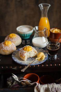 Skolebrød {brioche noruego con cardamomo, crema pastelera y coco}