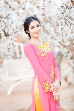 Vietnamese Traditional Dress, Vietnamese Dress, Traditional Dresses, Silk Tunic, Long Black Hair, Ao Dai, Rose, Asian Girl, Beautiful Dresses