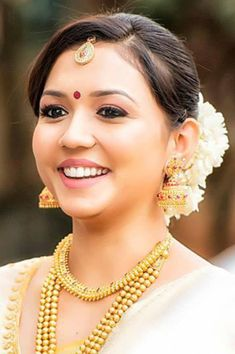 South Indian Bridal MakeUp For The Classic South Indian Bridal Indian Bridal Makeup, Bindi,
