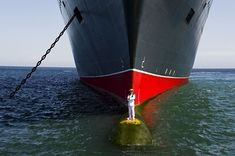 Go behind the scenes as photographer James Morgan captures the captain like never before, on the bow of the Queen Mary 2 Epic Pictures, Cool Photos, Amazing Photos, Queen Mary Ii, Freight Transport, Merchant Navy, Behind The Scenes, Photos