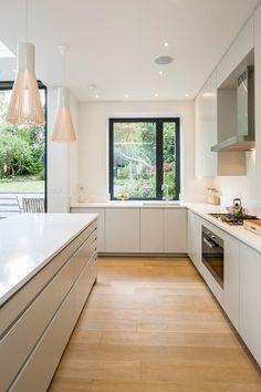 Browse photos of Minimalist Kitchen Design. Find ideas and inspiration for Minimalist Kitchen Design. Kitchen Diner Extension, Open Plan Kitchen, New Kitchen, Kitchen Units, Kitchen Cabinets, Long Kitchen, Kitchen Grey, Dark Cabinets, Small Kitchen Diner