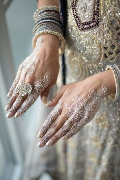 This white wedding mehndi is so stunning! indian wedding This White Wedding Mehndi Is So Stunning Mehndi Designs, Cake Designs, Desi Wedding, Wedding Day, Wedding Ceremony, Wedding Venues, Bollywood Wedding, Wedding News, Gothic Wedding