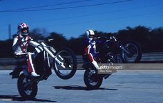 Stunt performers Evel Knievel rides with his son Robbie Knievel circa. Robbie Knievel, Vintage Motorcycles, Stunts, Bicycle, High Resolution Picture, Montages, News, Fotografia, Waterfalls