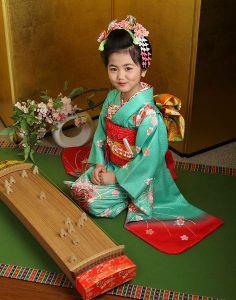 子供 Japanese Kimono, Japanese Girl, Geisha, Kimono Chino, Folk Costume, Costumes, Asian Clothes, Asian Kids, Rite Of Passage
