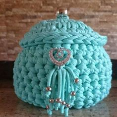 """New Cheap Bags. The location where building and construction meets style, beaded crochet is the act of using beads to decorate crocheted products. """"Crochet"""" is derived fro Crochet Cable, Crochet Shell Stitch, Bead Crochet, Crochet Basket Pattern, Crochet Patterns, Crochet Baskets, Braidless Crochet, Beginner Crochet Tutorial, Crochet Decoration"""