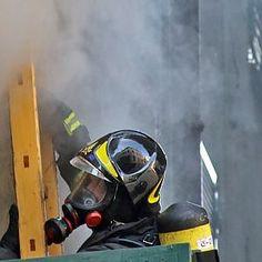 Offerte di lavoro Palermo  I sanitari del 118 hanno medicato alcune persone che hanno inalato fumo  #annuncio #pagato #jobs #Italia #Sicilia Palermo incendio in appartamento: traffico paralizzato in corso Tukory