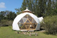 Transparent Bubble Tent Lets You View The Stars While Falling Asleep Bubble Tent, Dome Structure, Geodesic Dome Homes, Round Building, Dome Greenhouse, Dome House, Dome Tent, Earthship, Cabins And Cottages