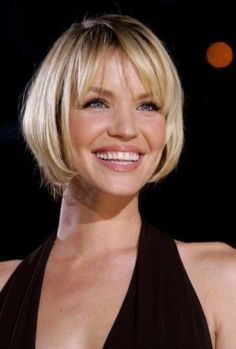"""It can not be repeated enough, bob is one of the most versatile looks ever. We wear with style the French """"bob"""", a classic that gives your appearance a little je-ne-sais-quoi. Here is """"bob"""" Despite its unpretentious… Continue Reading → Bob Haircut With Bangs, Bob Hairstyles With Bangs, Lob Haircut, Short Hair With Bangs, Short Hair Cuts For Women, Short Hairstyles For Women, Hairstyles Haircuts, Short Hair Styles, Hairstyle Short"""