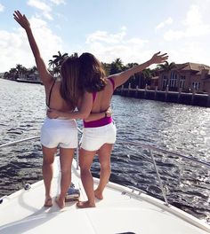 Fort Lauderdale | Boating | Sunshine | Best Friends | Photography | Thirty and Flirty | Tanlines | Girlfriends