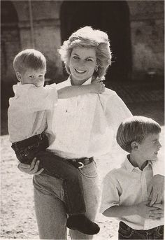 1989: Princess Diana with her boys Prince William and Prince Harry. Photocall. Patrick Demarchelier photo.