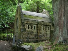 Mausoleum on Kylemore Abbey grounds. Abandoned Buildings, Throughout The World, The Places Youll Go, Architecture, House Styles, Castles, Celtic, Arquitetura, Chateaus