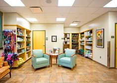 Retail area at Flint River Animal Hospital and Bed 'N Biscuit, Huntsville, Alabama | Hospital Design | dvm360