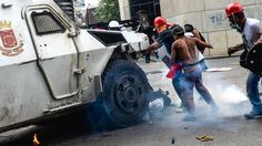 Armored military vehicles fighting against protesters The truck rolled over 22-year-old Pedro Michell Yaminne. Sirens blared in the Altamira neighborhood of the Venezuelan capital of Caracas. Anti-government protesters poured into the streets of this once bustling commercial and residential hub, their young faces obscured by tear-gas masks and bandanas. They hurled rocks and Molotov cocktails … Continue reading Armored military vehicle runs over Venezuelan protester →
