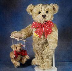 Steiff Puppeteer Teddy Bears Limited Edition ~ So cute! Steiff Teddy Bear, Love Bears All Things, Cute Teddy Bears, Make Happy, Animal Ears, Toy Craft, Scrapbook Cards, Puppets, Cuddling