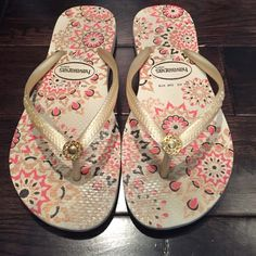 Worn Havaianas Floral design with jeweled flower. Good condition used Havaianas flips flops. Size 35-36 euro 37 . Off white with shimmer gold. Floral design with gold tone jewel flower. So cute! Havaianas Shoes Sandals