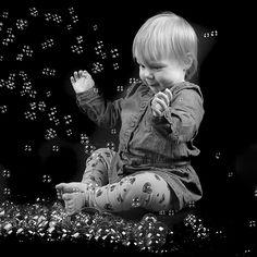 Kinderfotografie: fotograaf met een passie voor kinderfotografie. Fotoshoot van een meisje van 1 jaar oud.