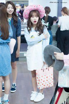 Choi Yoo Jung (최유정) Jung Chaeyeon, Choi Yoojung, Kim Sejeong, Park Min Young, Jeon Somi, Famous Women, Kpop Girls, Harajuku, Girl Fashion