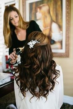 This is such a simple and pretty hair do for a wedding!