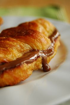 nutella croissant french toast...looks AMAZING. am i the only one who hasn't tried nutella yet!??!