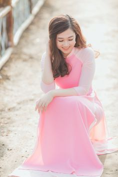 Elegant Style Women, Elegant Woman, Beautiful Vietnam, Traditional Clothes, Girl Fashion, Womens Fashion, Beautiful Asian Women, Ao Dai, Ulzzang Girl